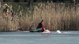 Pod wędkarzem załamał się lód