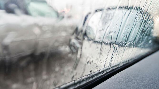 Opady deszczu utrudnią jazdę samochodem