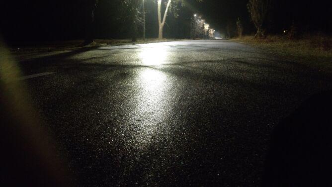 IMGW ostrzega: śliskie drogi i silny mróz